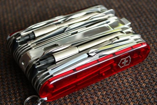VICTORINOX MULTI-TOOL AND POCKET KNIVES